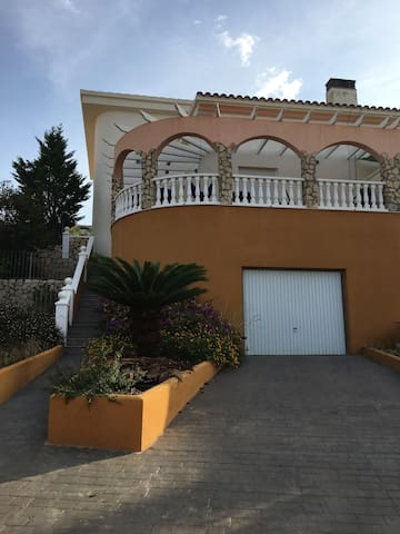 Beautiful Peñiscola house with a view.