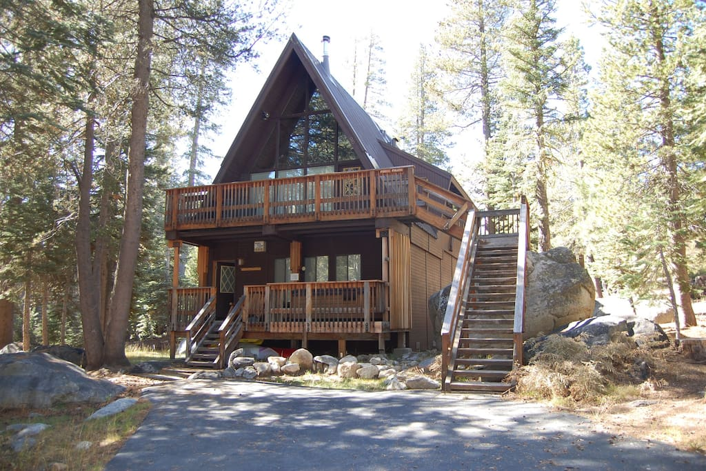 Classic A-frame, just 5 minutes walk to ski shuttle and lodge