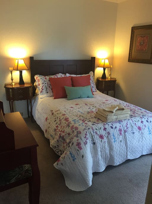 Double bed with two nightstands