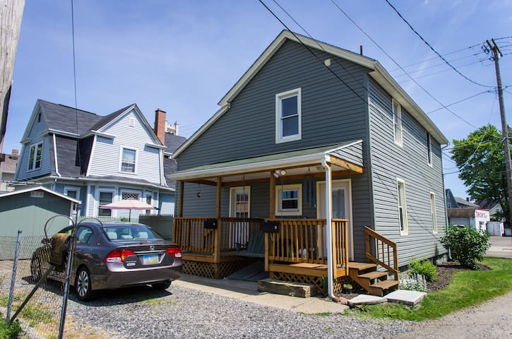 Comfortable Family Suite: Sleeps 4 - Massillon