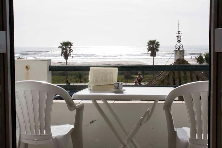 Apartamento en primera linea playa y centro pueblo