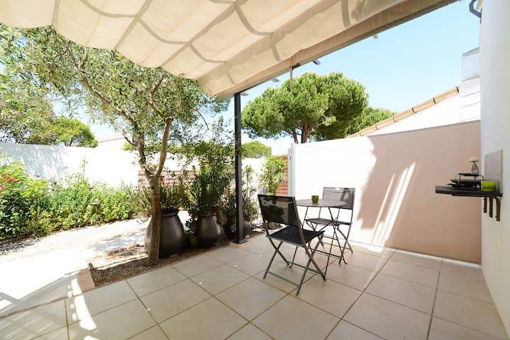 very cosy new studio 25 m 12 m guest suites for rent in la grande motte languedoc. Black Bedroom Furniture Sets. Home Design Ideas