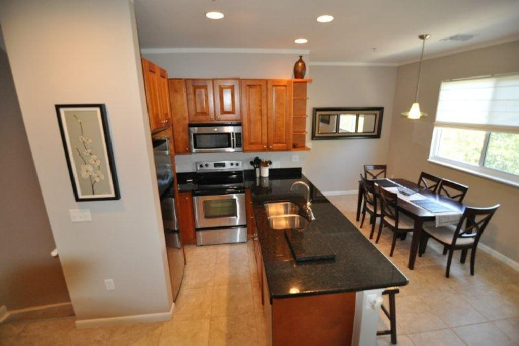 Fully equipped kitchen, wine glasses, cutting board, blender, we have it all!