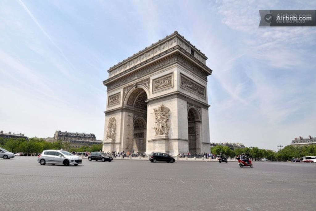 JUST AT ARC DE TRIOMPHE 5 MNS FROM HOME NICE RENOVATED CHAMPS ELYSEES ETOILE