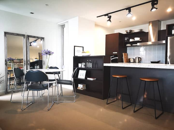 Clean & Modern 1BR  in the Heart of Wellington