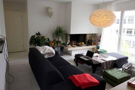 Tolle Wohnung inmitten der Stadt - Zürich - Apartment