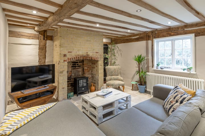 2 Bed Dove House Cottage in Barrington, Cambridge