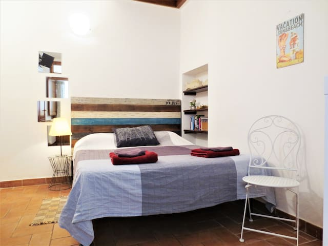 Double room with bathroom and private entrance