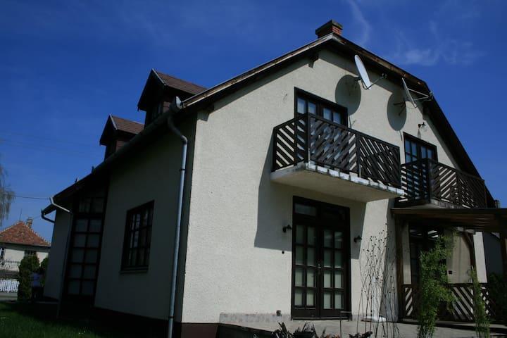 Joyous summer for family/friends - Balatonmáriafürdő - House