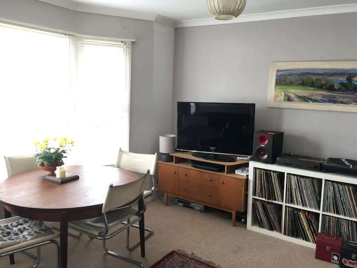 Bright and spacious flat on quiet central street