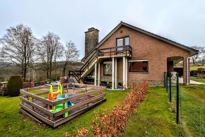 Spacious and well cared-for accommodation with garden, right in the Ardens