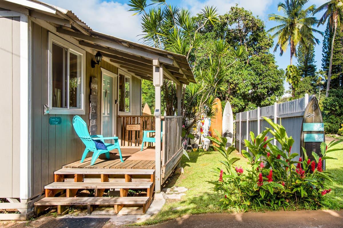 Colorful Surf Cottage Near Coffee, Road to Hana, Haleakala