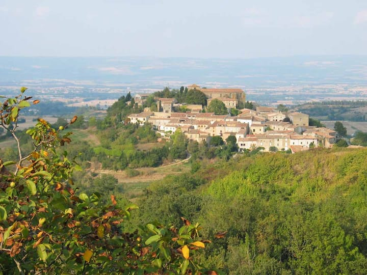 Loue maison coeur village Cathare