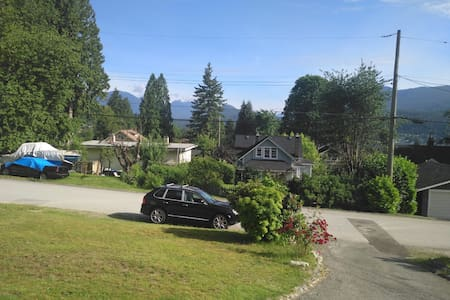 Cozy 1 Bedroom in Port Moody, BC. Fully Equipped!