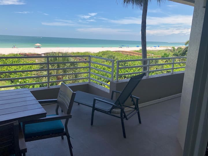 Steps to the Beach- 2 bed 2 bath Somerset