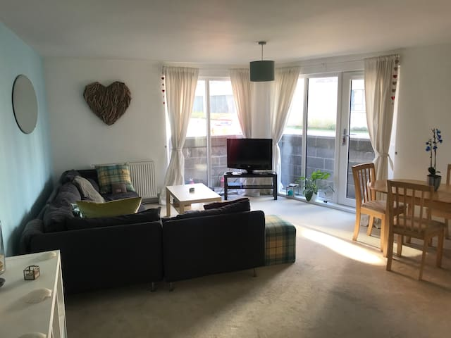 Bright comfortable flat close to city centre