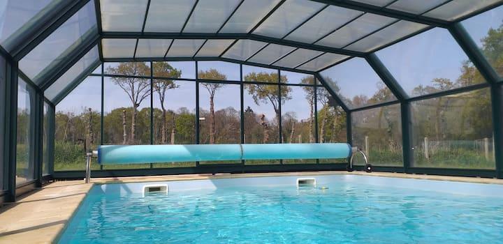 Belle longère avec piscine privée chauffée Dinan