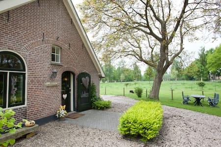 The Groeneland Room, sfeervol !! - Leersum - 家庭式旅館