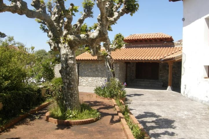Casa solariega en el centro de Ajo - Bareyo - Dom