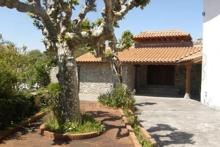 Casa solariega en el centro de Ajo - Bareyo - Huis