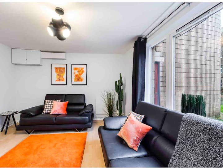 Large,central apartment,walk to major attractions