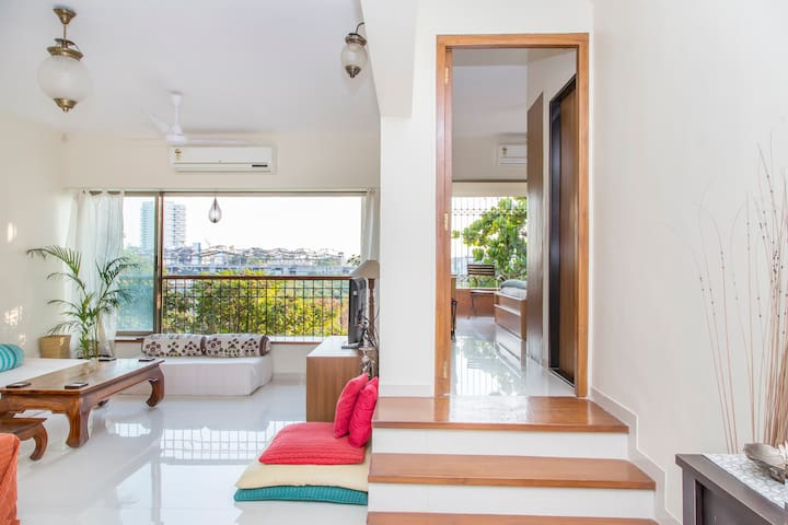 Spacious & Airy 2 Bed Apt w/balcony - Andheri West Mumbai  - อพาร์ทเมนท์