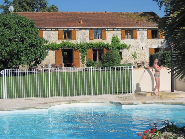 Holiday home, Bordeaux vineyards - Teuillac - House