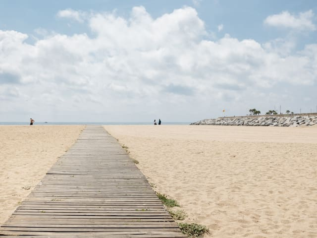25 km Barcelona , 100 meters from the beach (mat6)