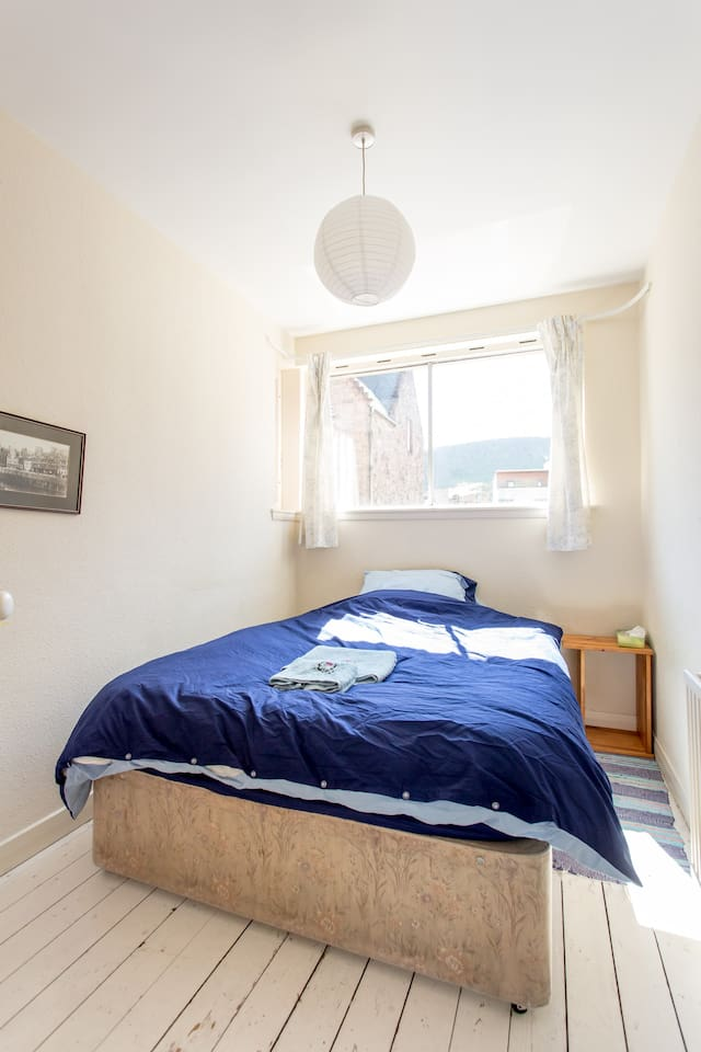 Private room in beautiful flat on the Royal Mile