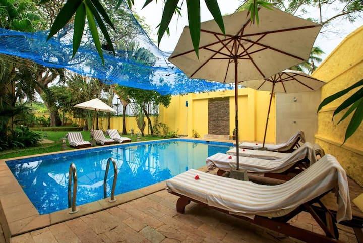 Double BedRoom With Garden View In Fort Kochi