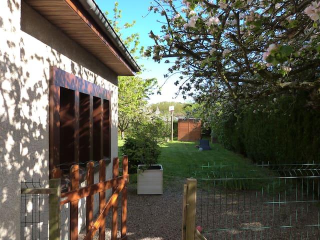Chambre calme à 2 pas de la ville - Coulanges-lès-Nevers - Bed & Breakfast