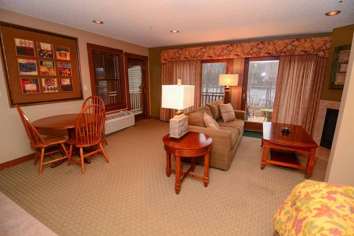 A125- Studio suite w/ lake view, end unit w/ private balcony and cozy fireplace!