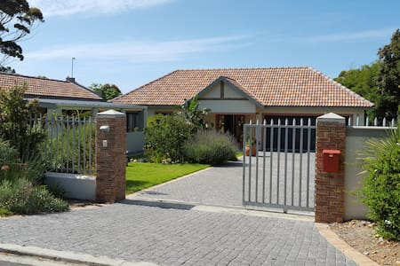 Modern Villa, quiet area, Kleinmond near Hermanus - Kleinmond