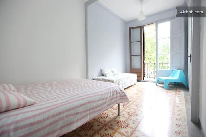 Private big room, wifi Ramblas - Barcelona - Apartment