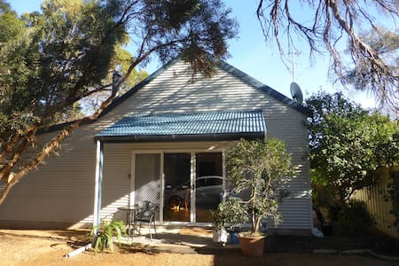 3 BR Cottage in bush setting by sea - House