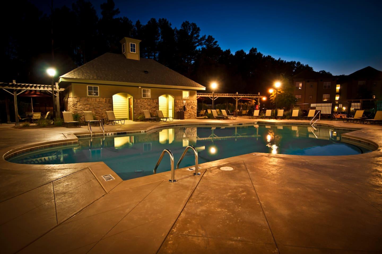 Swimming pool + bbq place
