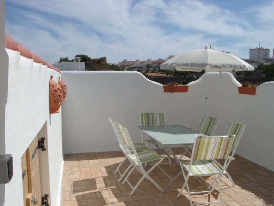 SOL roof terrace with dining-area