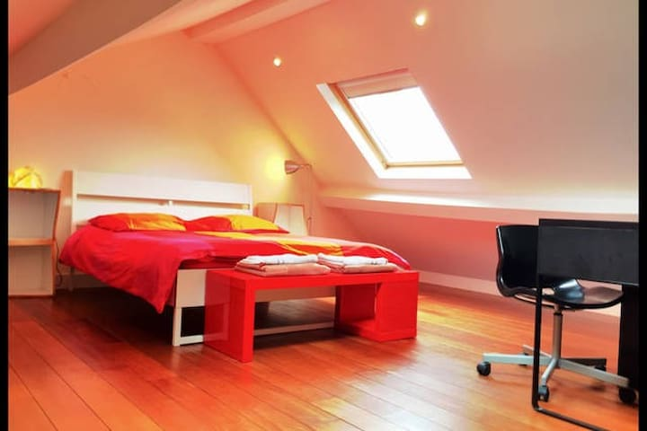 *Charming and cozy. Close to Brussels Gare du Midi