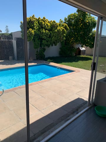 CAPE TOWN NORTH COMFORTABLE CENTRALLY SITUATED