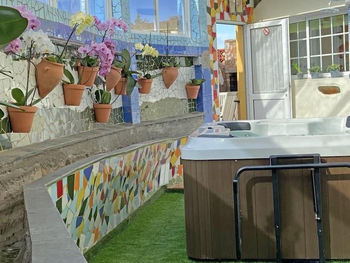 """""""La Acequia"""" con bañera con hidromasaje(spa de 4 plazas), Wi-Fi , terrazaal aire libre con barbacoay jardín ; aparcamiento(cubierto dentro de la finca)disponible."""