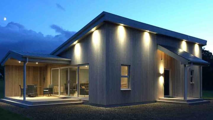 Executive Lakeside Lodge at Mullans Bay