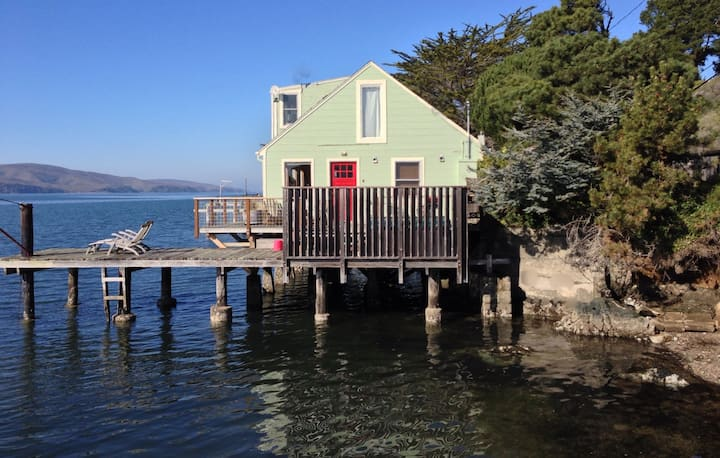 Amazing Waterfront Cottage in Point Reyes. Dogs ok