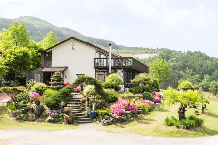 Skyhills B&B Located high above the - Gagok-myeon, Danyang-gun - Bed & Breakfast