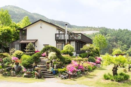 Skyhills B&B Located high above the - Gagok-myeon, Danyang-gun - Bed & Breakfast
