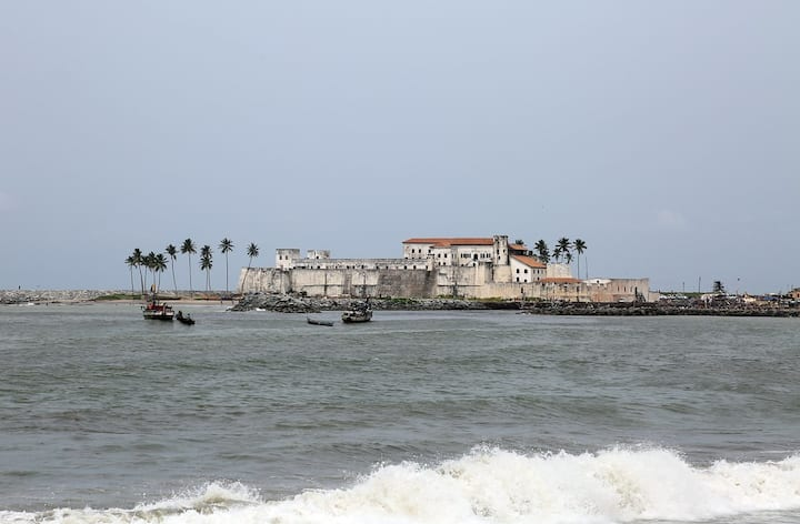 Loft Apartment Near Cape Coast Castle