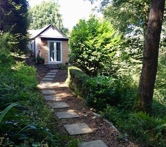 Cosy, private 1 bedroom cottage set in woodland.