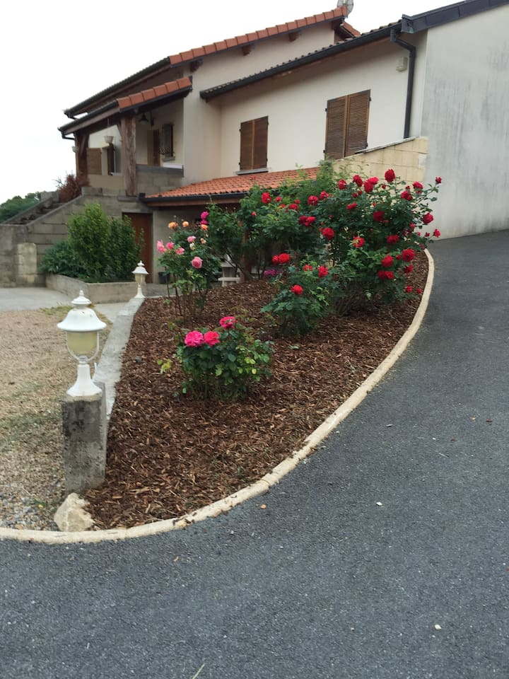 Charmant appartement 110m2 au RDC d'une villa - Beauregard Vendon (Auvergne)