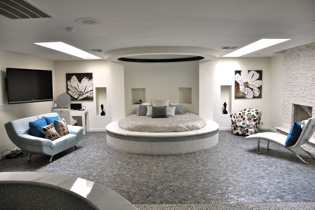 Master Bedroom with Circle Bed & Mirror on the ceiling