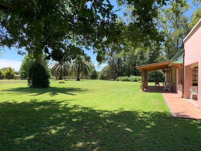 """Casa de campo """"La Rosadita"""" quincho y hogar a leña"""