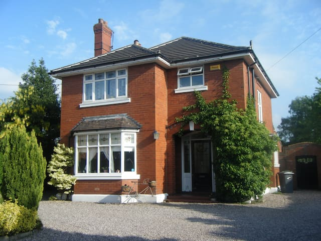 Beautiful house in old market town - Sandbach - Bed & Breakfast
